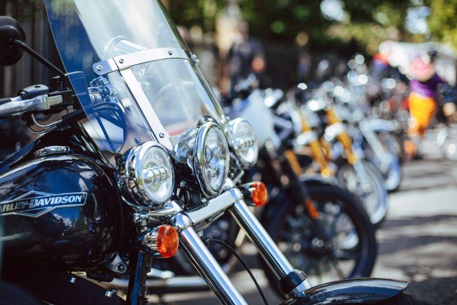 Moto da strada - 2 ruote - Piazza Anfiteatro, Lucca, Italia
